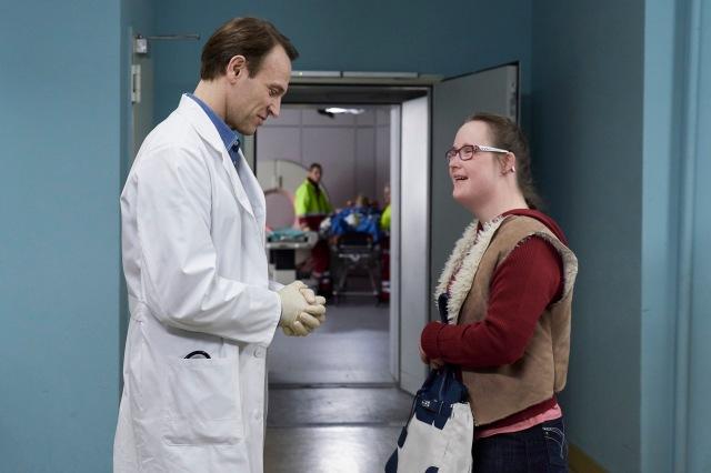 Carina Kühne als Manja Jokisch mit Dr. Stein (Bernhard Bettermann) SAXONIA MEDIA